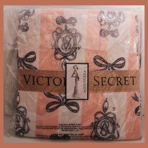 Victoria's Secret THE LOUNGER PJ SET
